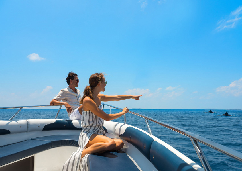 Vakkru Maldives  -A couple on a Dolphin watching excursion