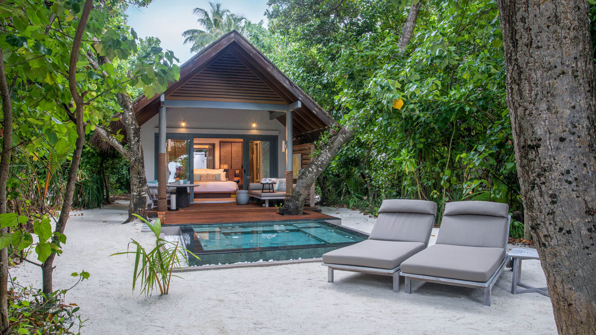 Vakkaru Maldives Beach Villa with open-air Jacuzzi
