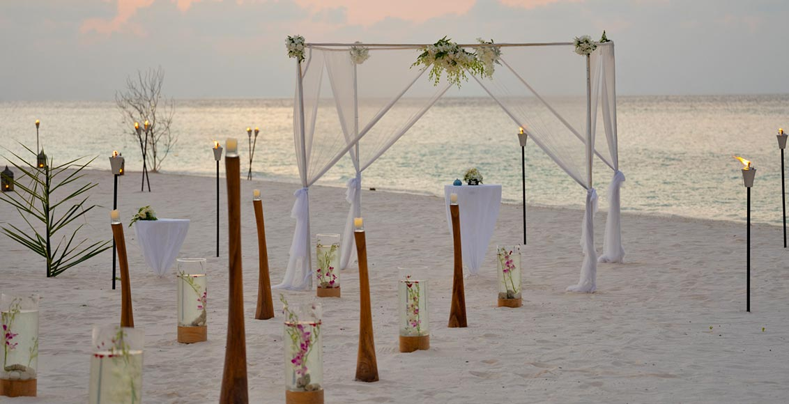 Vakkaru Maldives Wedding Venue by the beach